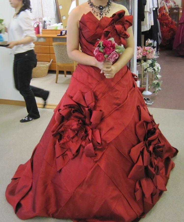 鮮やかな薔薇色のドレス