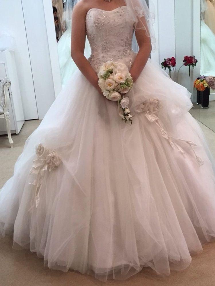 プリンセスラインの華やかなドレス