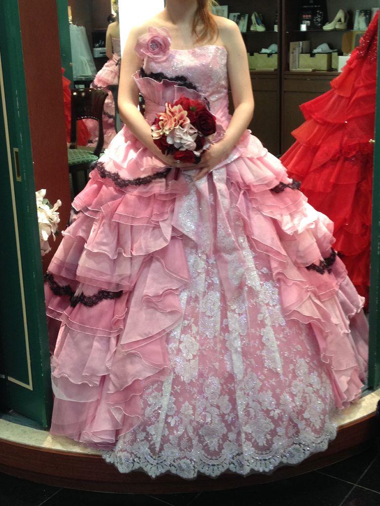 ピンクのガーリーなドレス