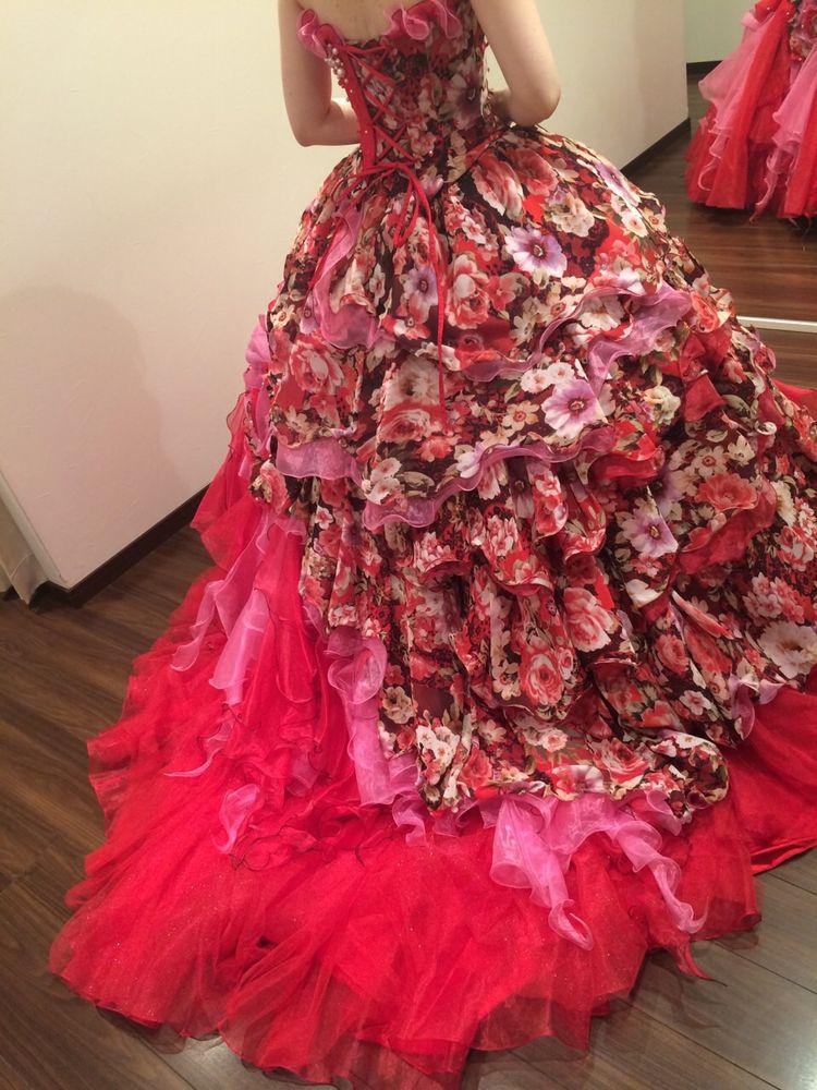 秋にぴったり赤ドレス