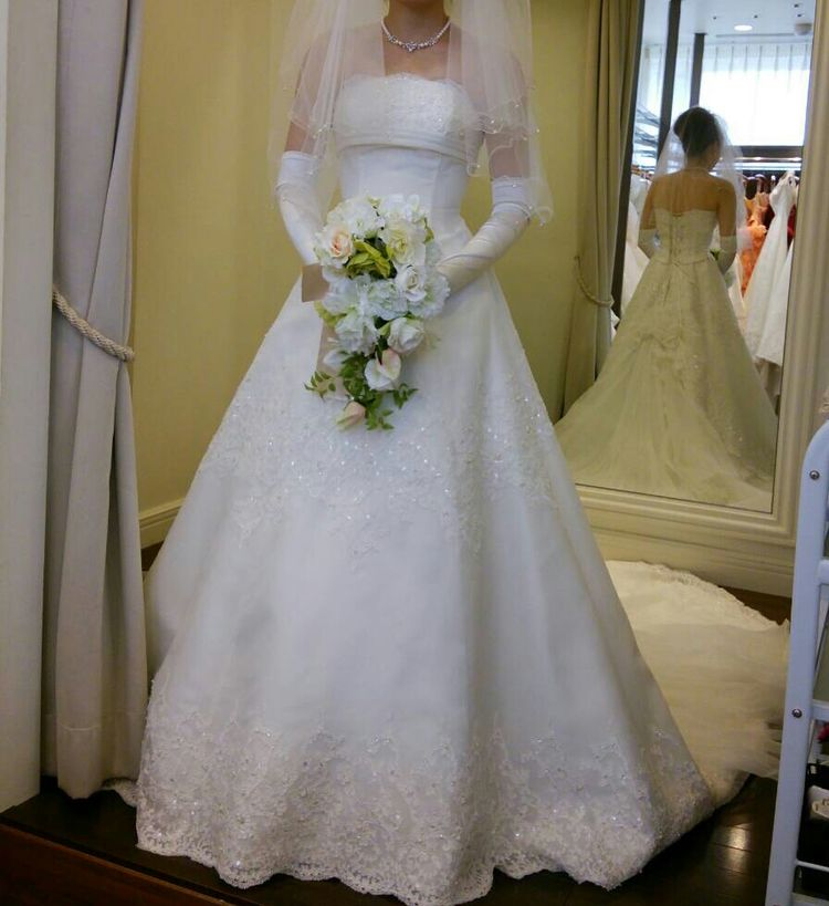 刺繍のキレイなウエディングドレス