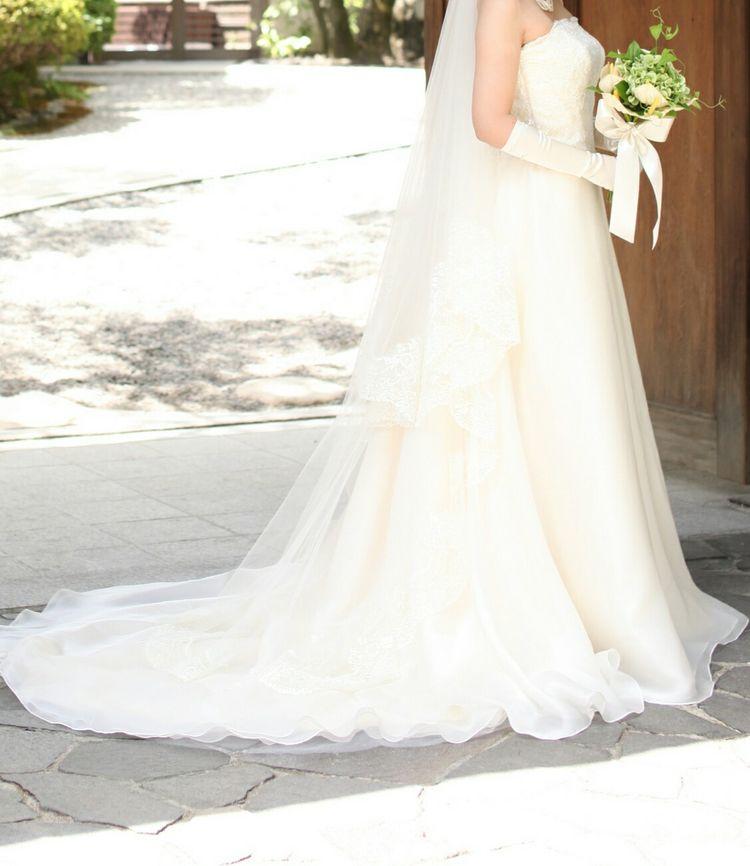 ラインがキレイなシルクドレス