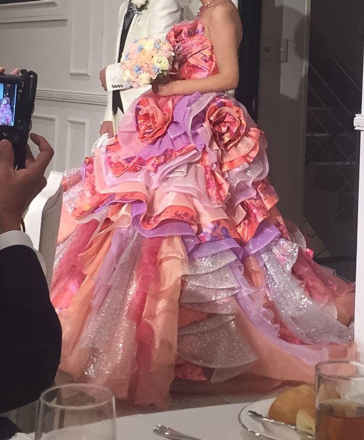 華やかで豪華!BENIのデザインドレス