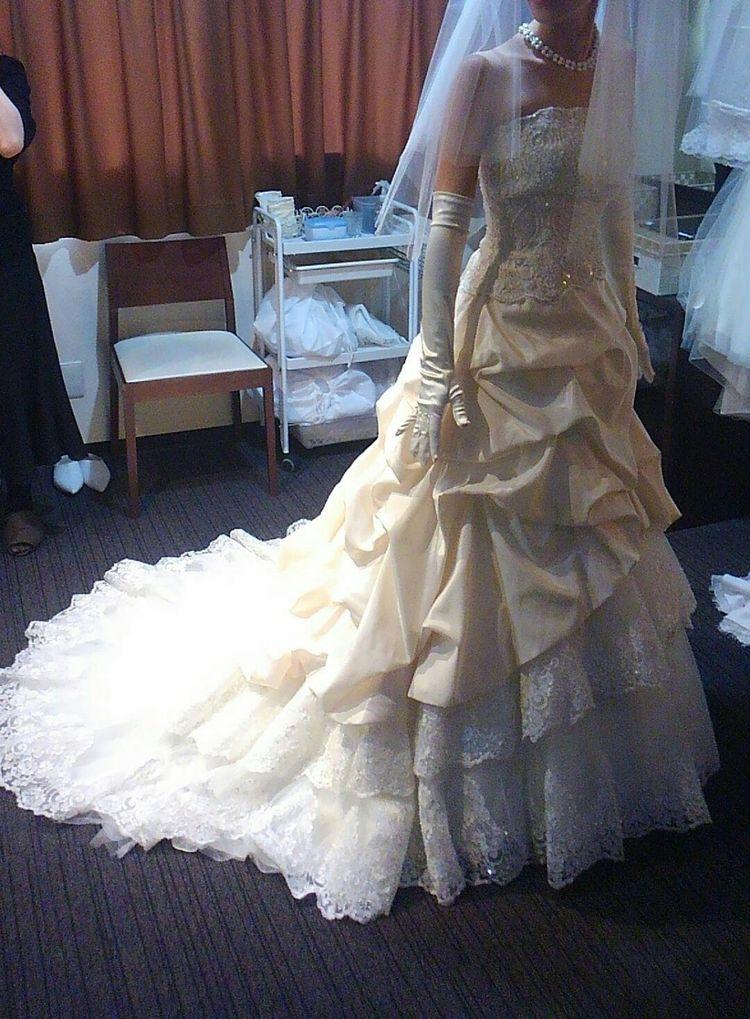 式場の雰囲気とマッチしたドレスで