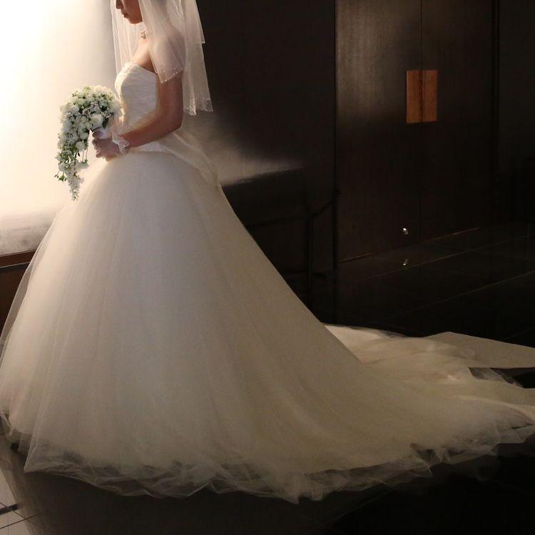 プリンセスラインの可愛すぎないドレスで即決。
