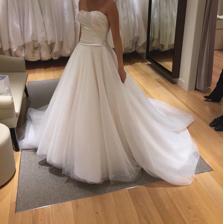 上品で軽やかなドレス
