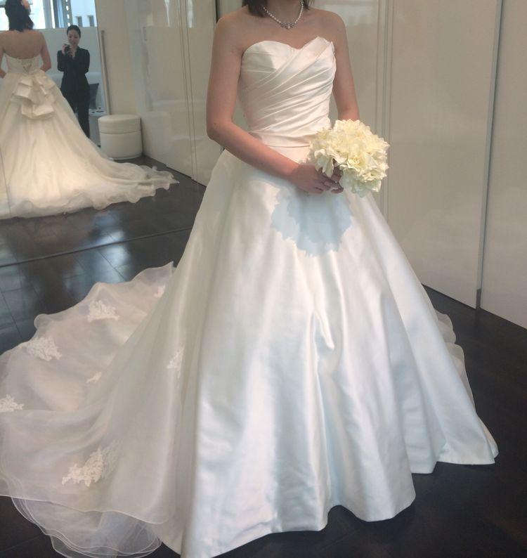 バックスタイルが美しいスタンダードドレス