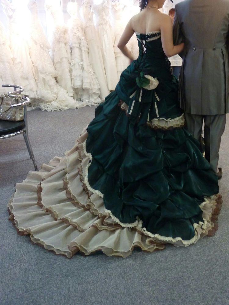 秋っぽい上品なドレス