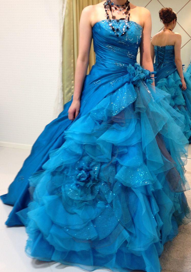 ブルーのカクテルドレス