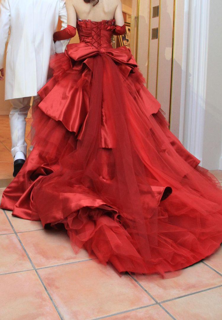 バッグリボンがキュート!真っ赤なフレアドレス☆