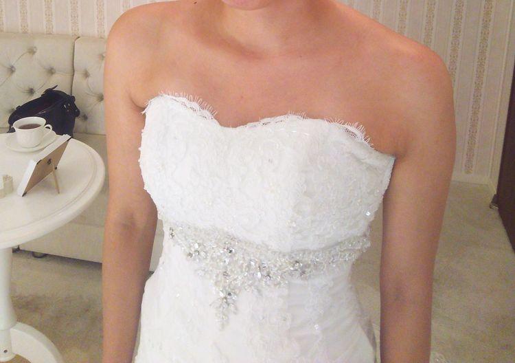 バックスタイルと刺繍がきれいなマーメイドドレス
