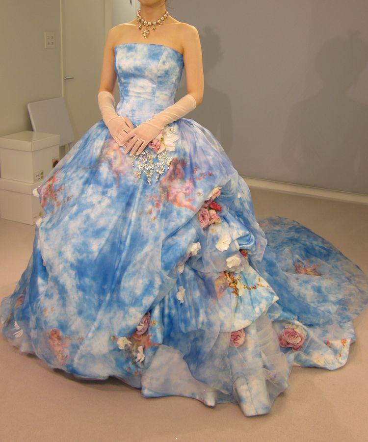 青空柄の珍しいドレス