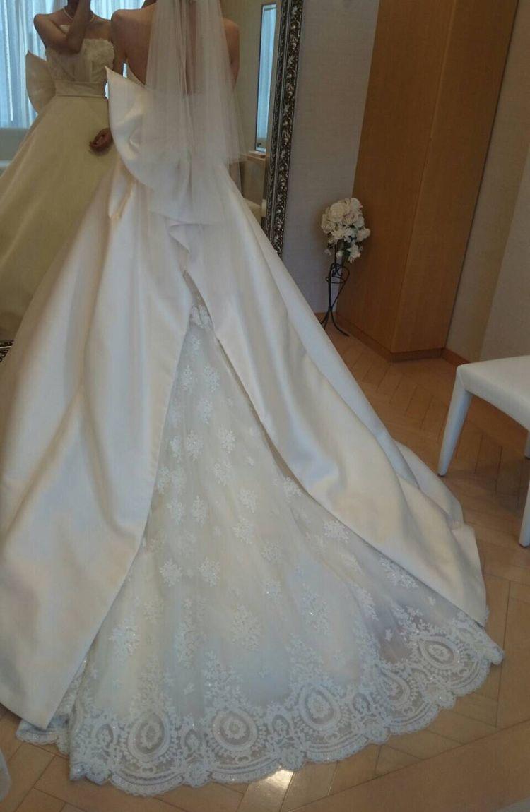 形がキレイで素材も上品なドレス♡