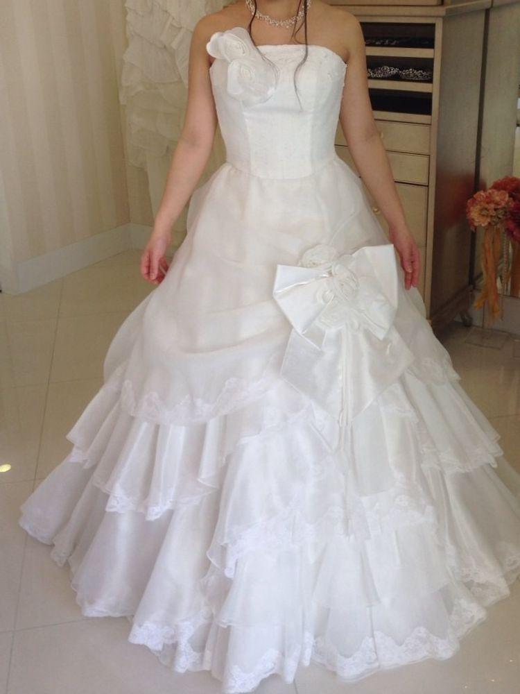 リボンとフリルのドレス