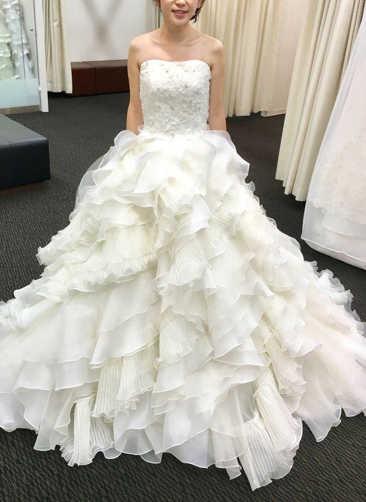 フワフワフリルのウエディングドレス