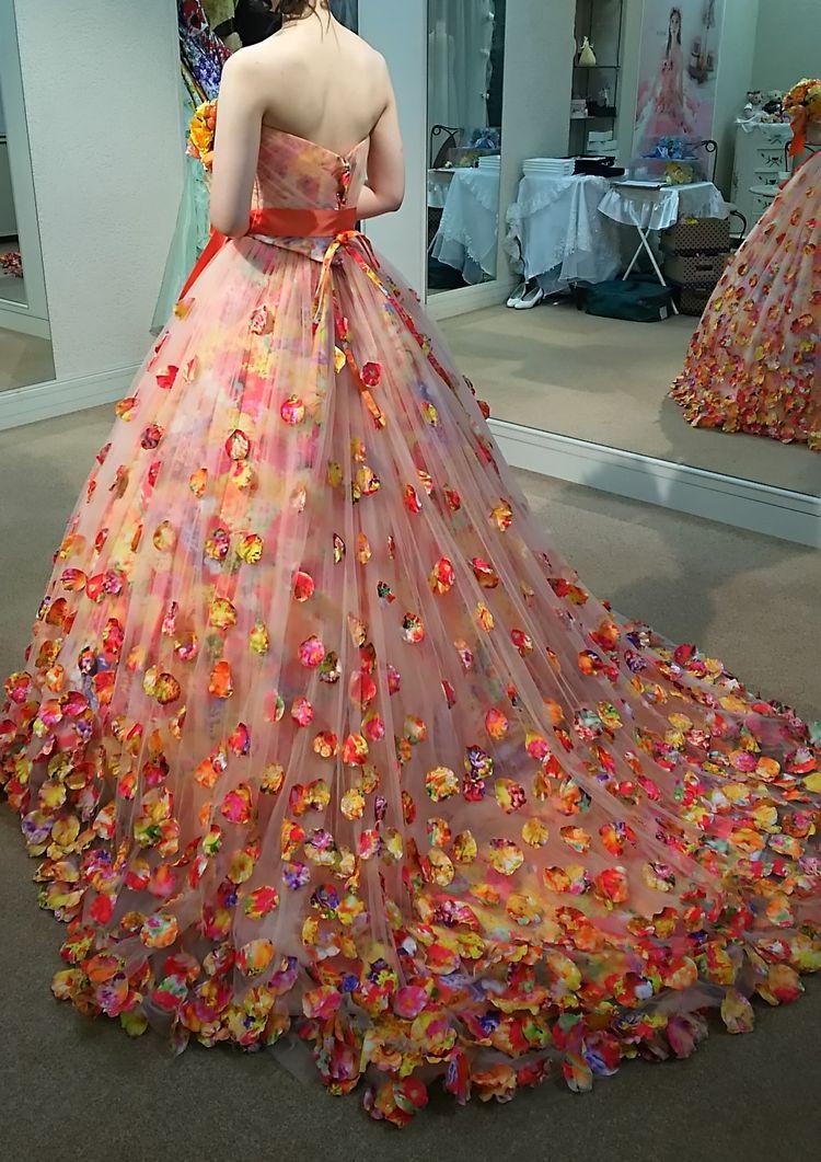 MIKA NINAGAWAの花びらドレス