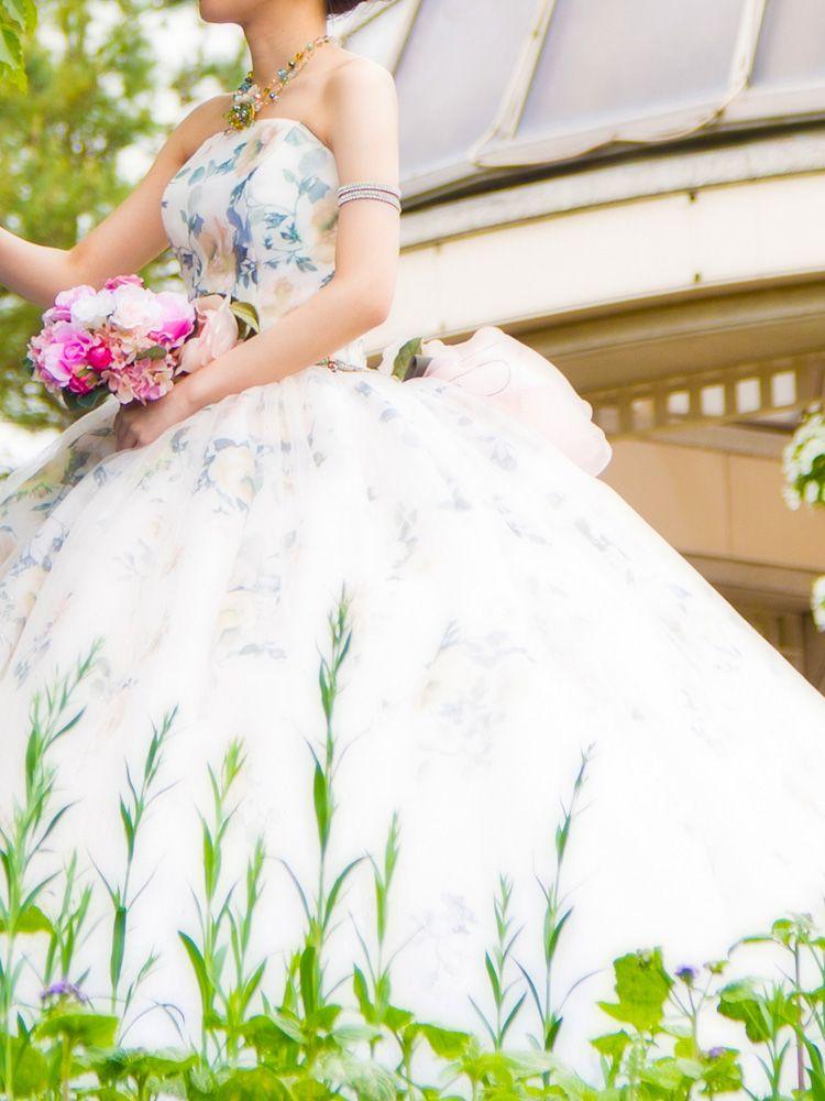 フラワープリント+プリンセスラインが可愛いカラードレス