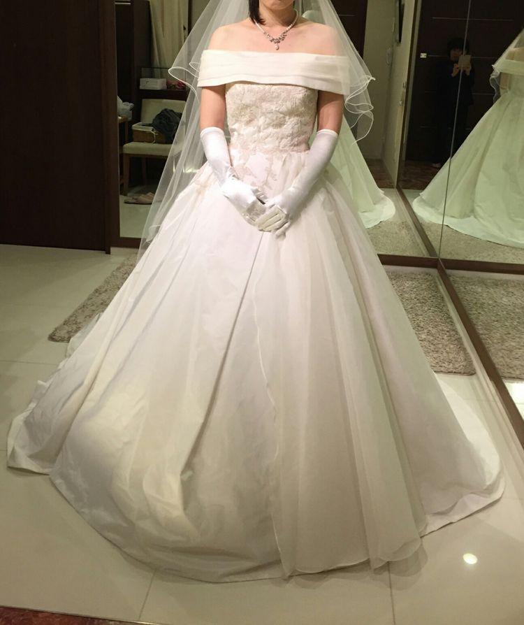 清楚で落ち着いたウエディングドレス