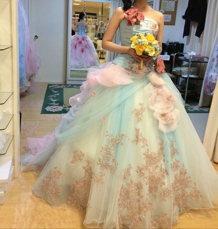 淡く華やかで可愛いドレス
