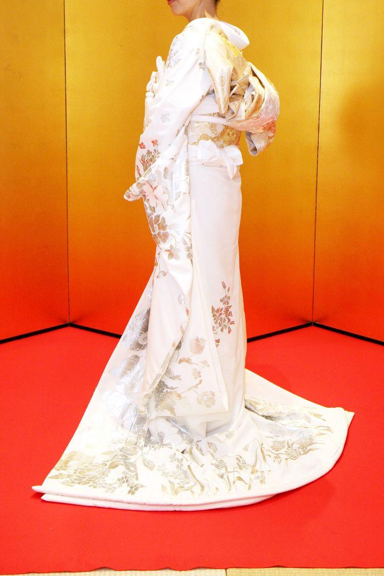 引き振袖なのに純白のウェデングドレスのよう