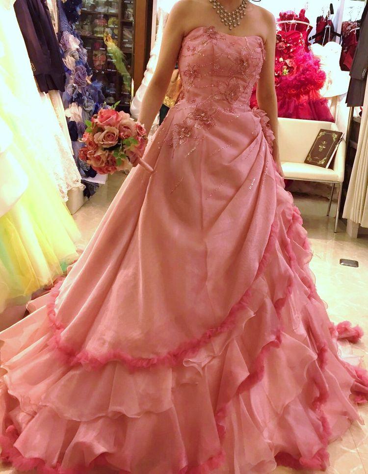 優しいピンクカラードレス