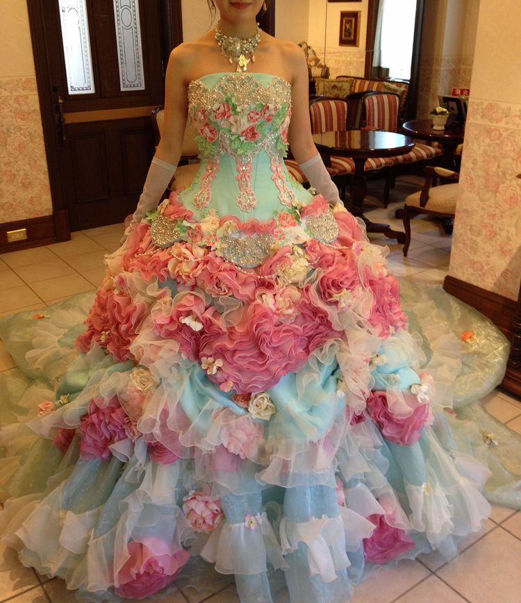 ステラのゴージャスなカラードレス