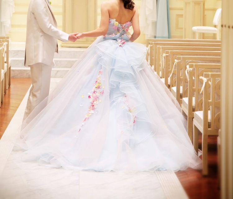 桂由美さんデザインのキュートなカラードレス