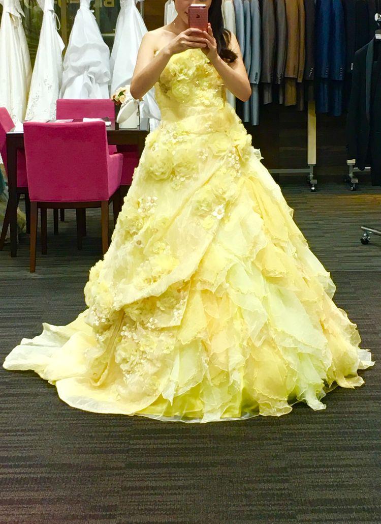 黄色のグラデーションドレス