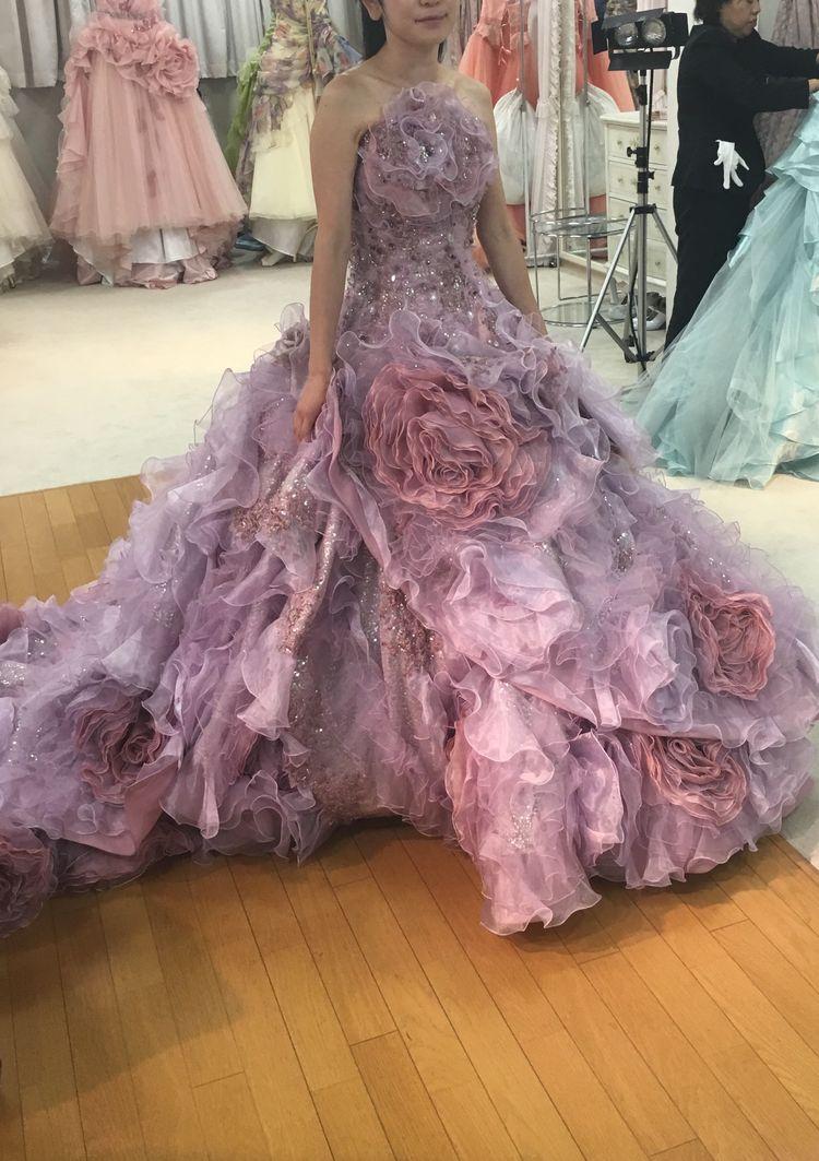 ピンクのフリフリドレス