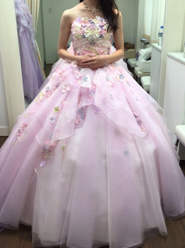 キュートで華やかな流行カラーのドレス