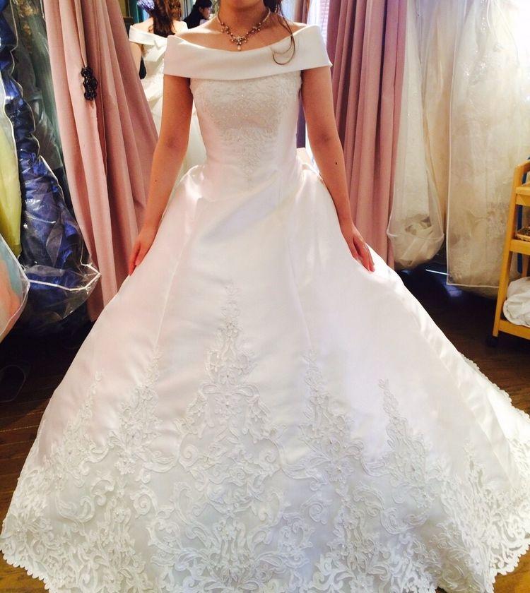 母が結婚式で着ていた同じタイプのドレス