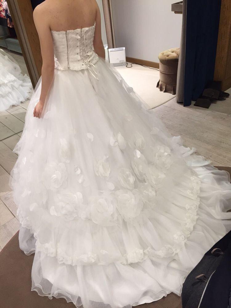 花のついたウェディングドレス