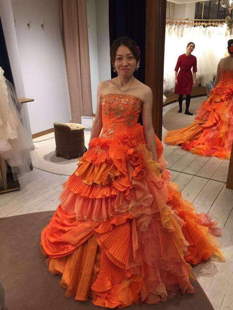 色鮮やかなオレンジゴージャスドレス