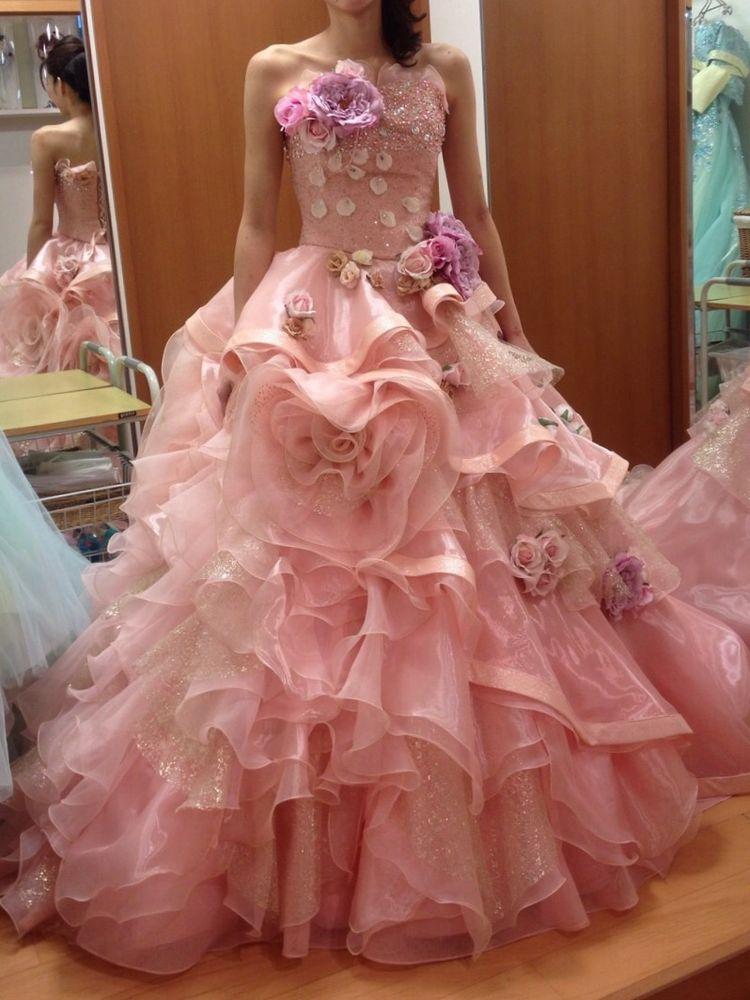 お花が散りばめられたプリンセスみたいなドレス!