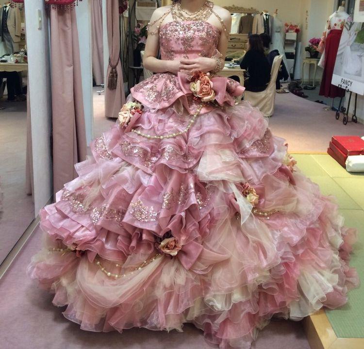 ゴージャスなピンクドレス