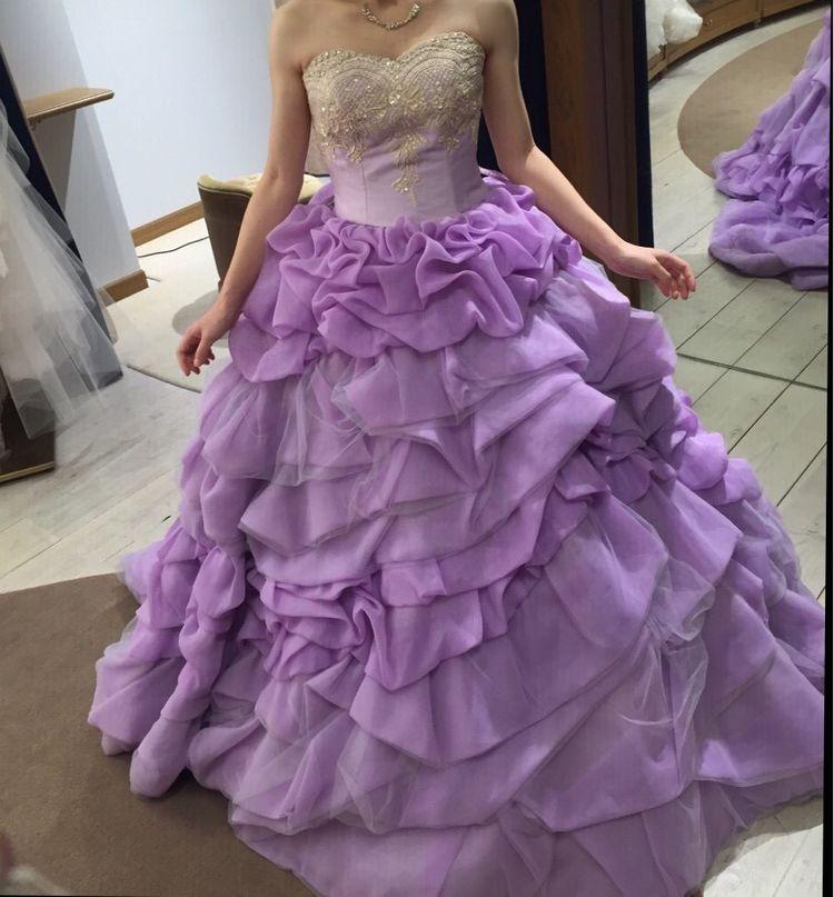 紫色のフリルドレス