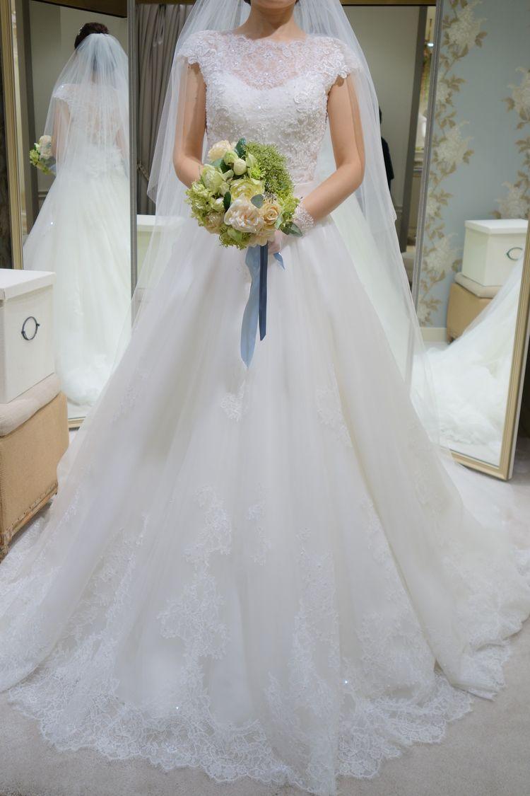 ふんわりした雰囲気の純白Aラインドレス