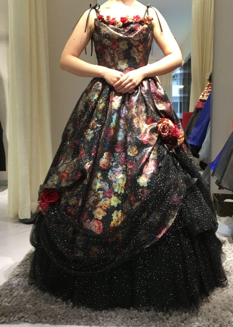大人っぽいゴージャスな黒系ドレス