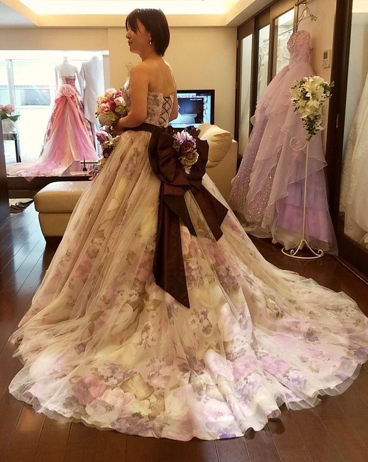 上品なフラワープリントのドレス