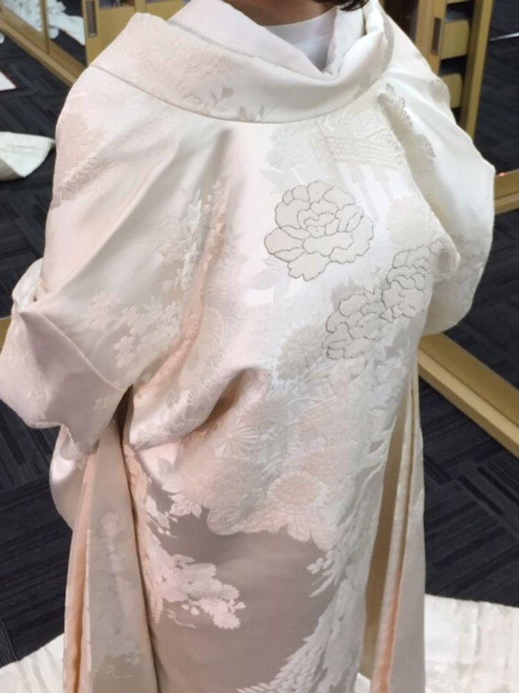 日本の伝統結婚衣装 白無垢