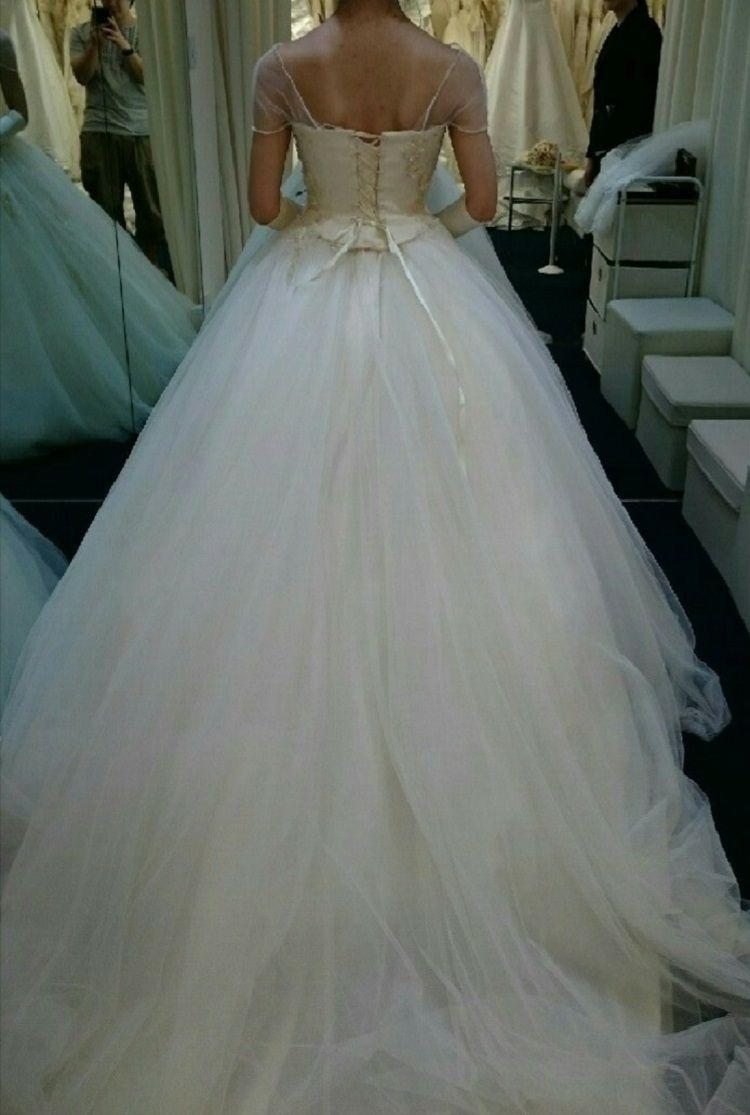 チュールが可愛いウエディングドレス