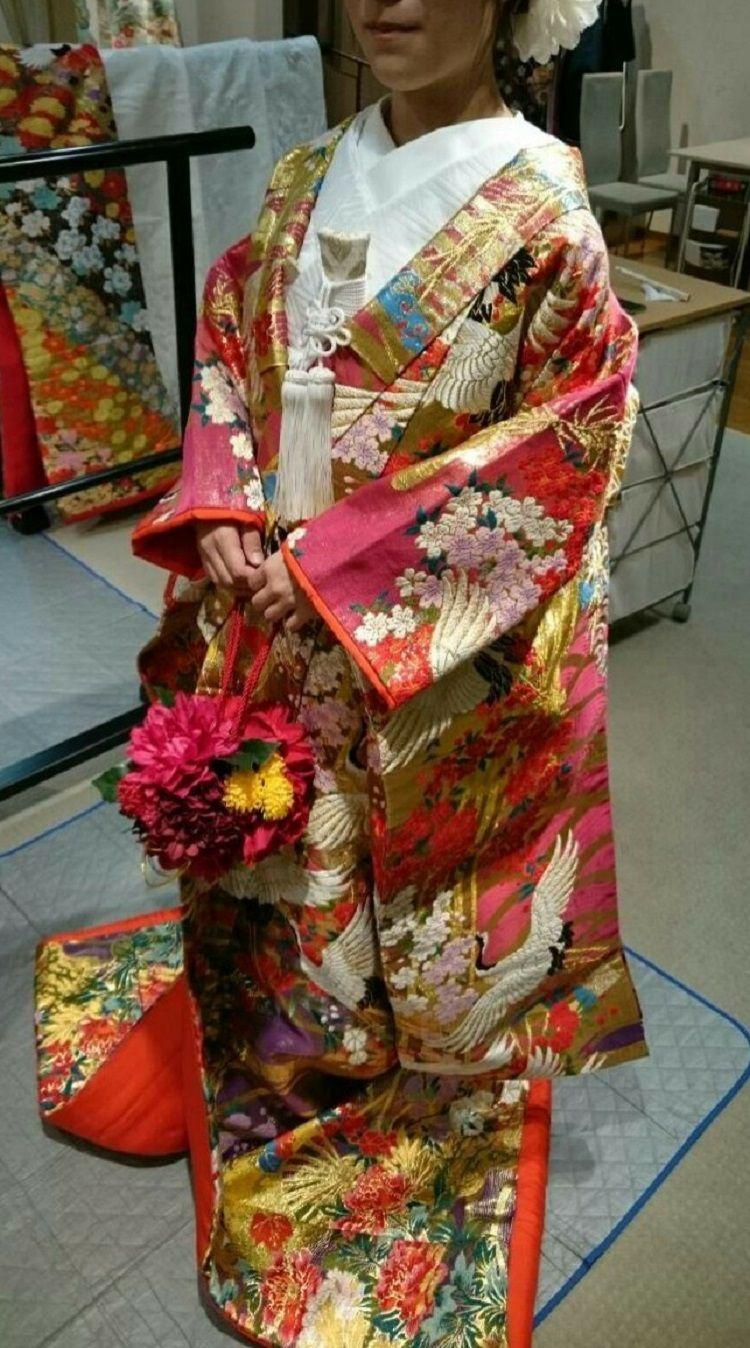 ダイナミックな鶴が描かれた色打掛