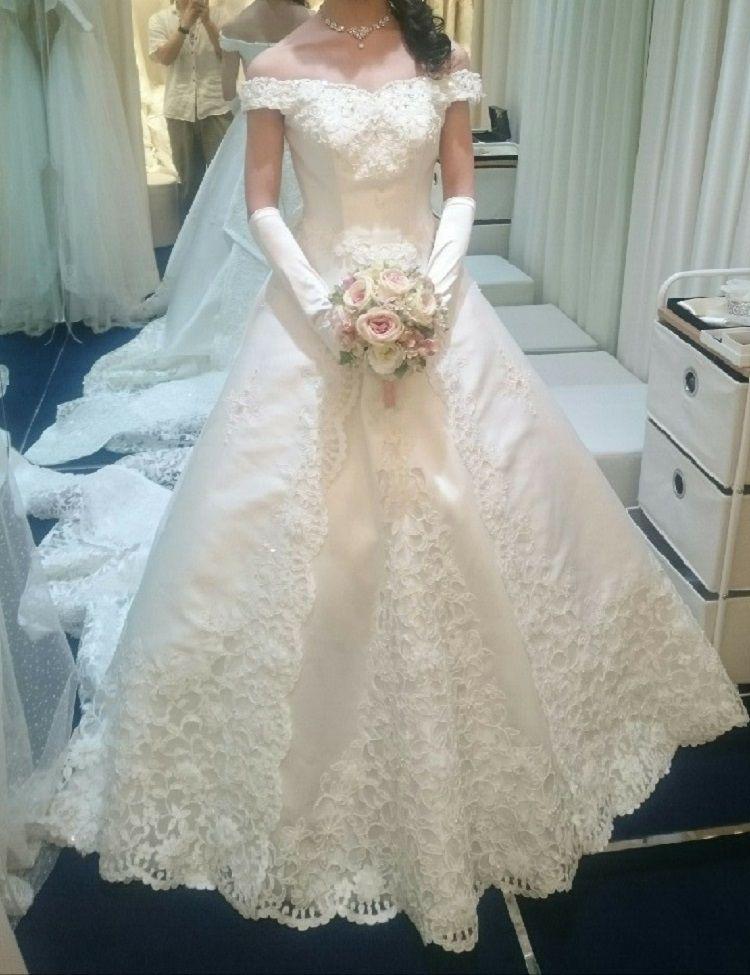 大きなリボンが可愛らしくも上品なドレス