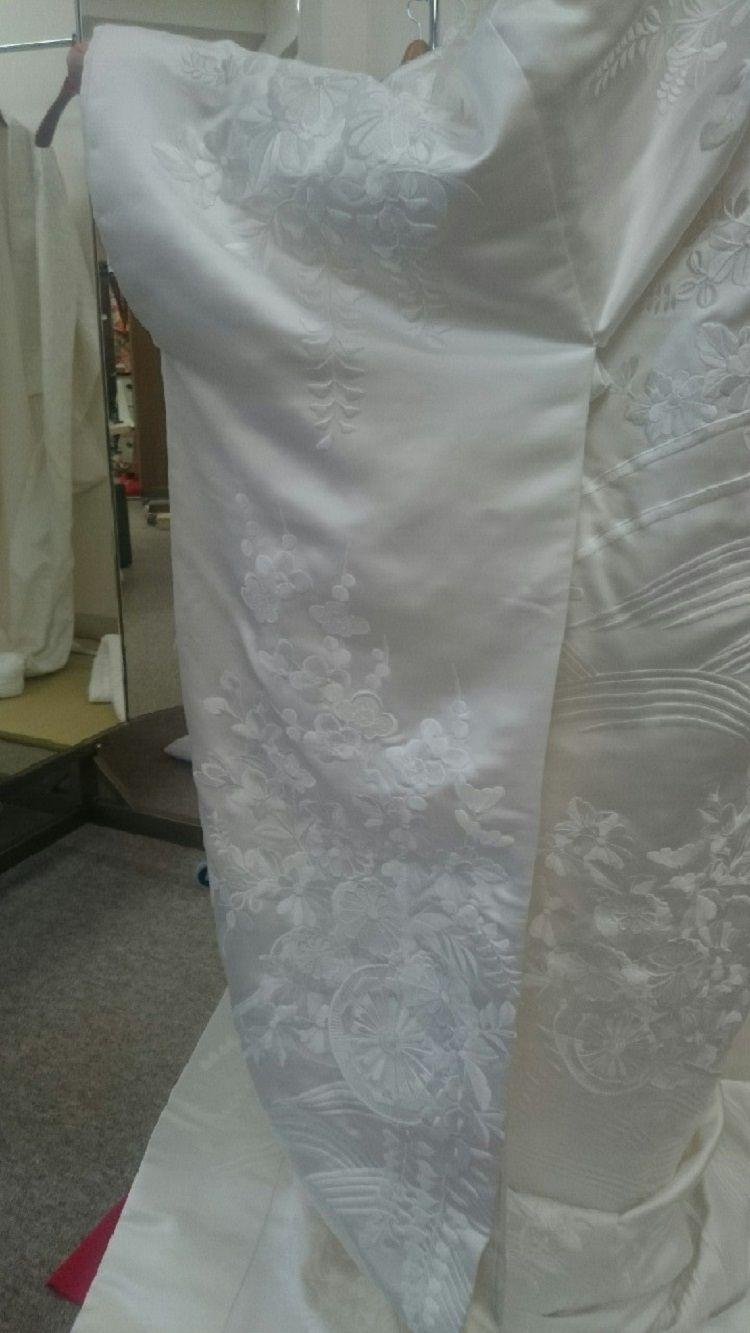 花車が美しい純白の白無垢