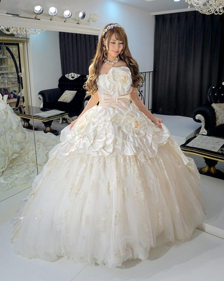 ウノ エ レトワールのお花ドレス