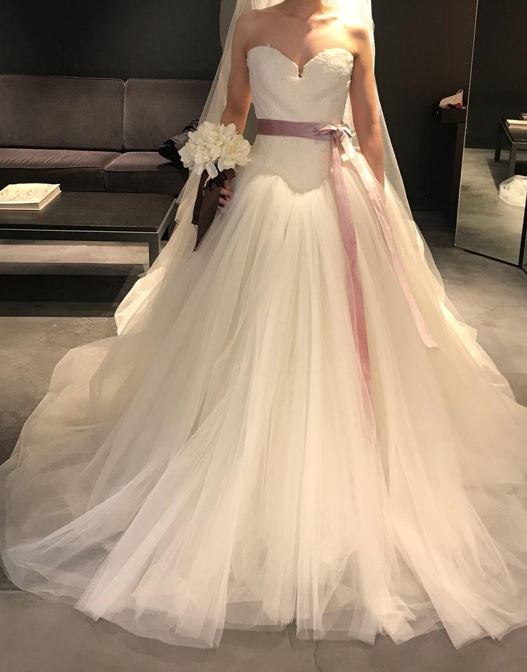 スタイリッシュな印象のドレス