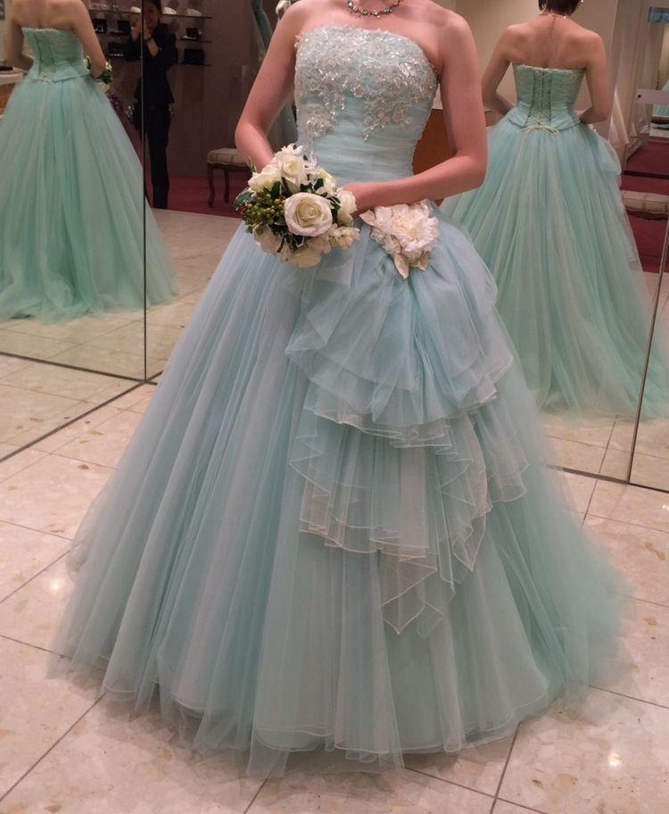 絶妙なパステルカラーのドレス