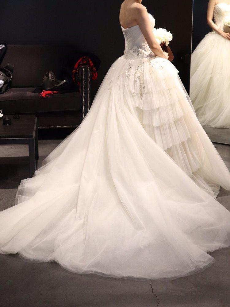 ビジューとチュールが美しいドレス
