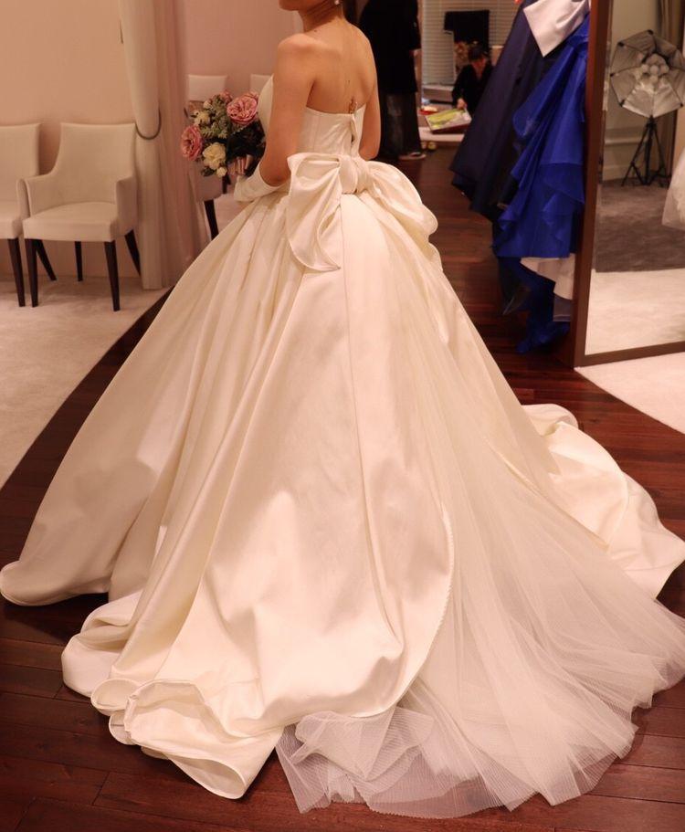 圧倒的なボリュームのゴージャスなドレス