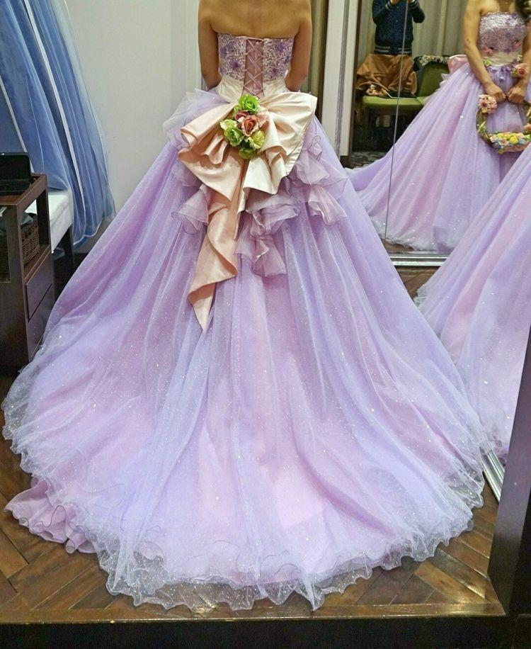 タカミブライダルのキラキラカラードレス